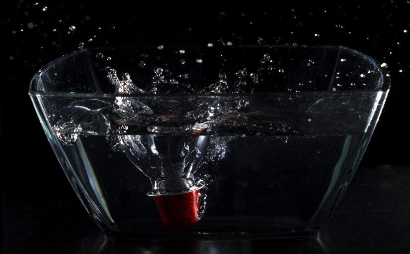 Indoor-Shooting: Wasser und Nespresso-Kapseln